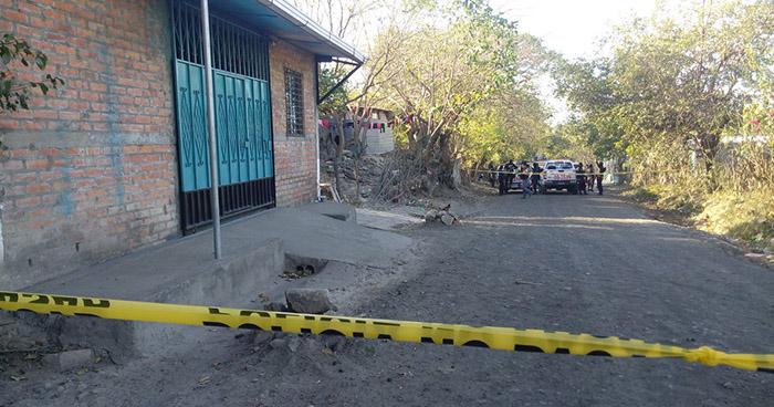 Asesinan a hombre mientras dormía en el corredor de su vivienda, en El Rosario, La Paz