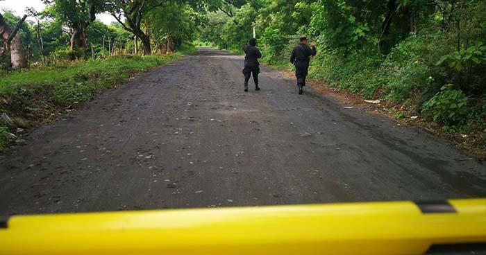 Delincuentes bajan a mujer de un bus para luego ultimarla a balazos en San Miguel