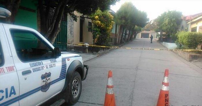 Hombre es vapuleado hasta morir frente a una cervecería en Quezaltepeque