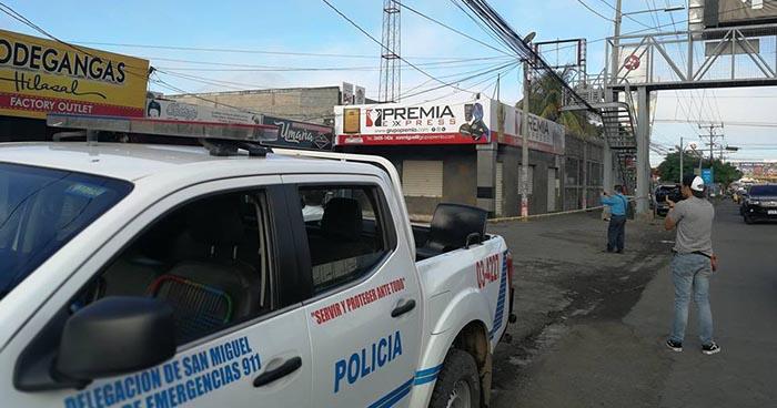Encuentran el cadáver de hombre que fue asesinado en una plaza comercial de San Miguel