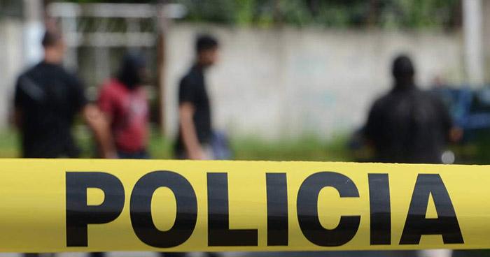 Acribillan a joven que se dirigía a trabajar en su auto en una colonia de San Salvador