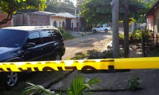 Condenan a policía que mató a su vecino por haberle desconectado el 'cable' de su hijastro
