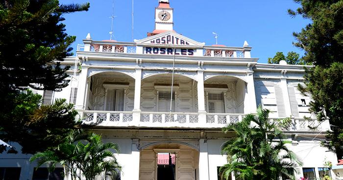Mujer hiere con arma blanca a su pareja en el Centro Histórico de San Salvador