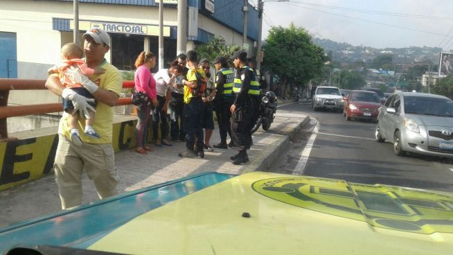 Tres personas lesionadas en accidente de tránsito en San Salvador