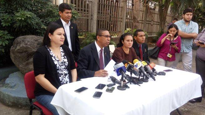Diputados del FMLN pide a CSJ información sobre los criterios de la sala de constitucional