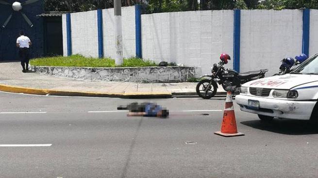 Hombre muere tras ser atropellado por un vehículo frente a la Fuerza Aérea de Ilopango