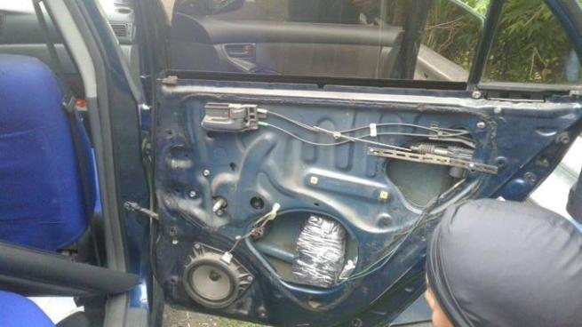 División Antinarcóticos localiza dinero oculto en un vehículo en San Vicente