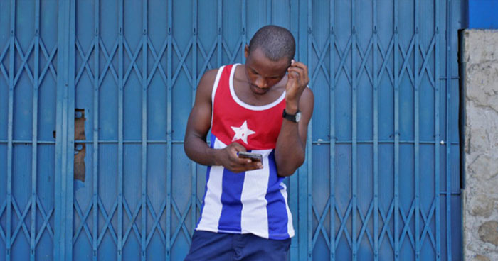 Cuba comienza a implementar el acceso a Internet desde teléfonos celulares