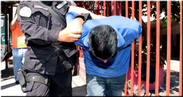 Capturan a cuatro hombres por varios delitos en Santa Ana