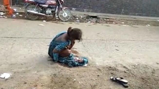VÍDEO | Una joven de 17 años dio a luz en plena calle en la India