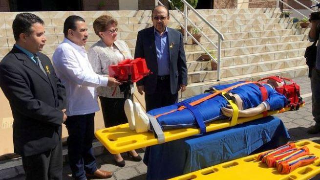 Entregan kits de rescate para víctimas de accidentes de tránsito
