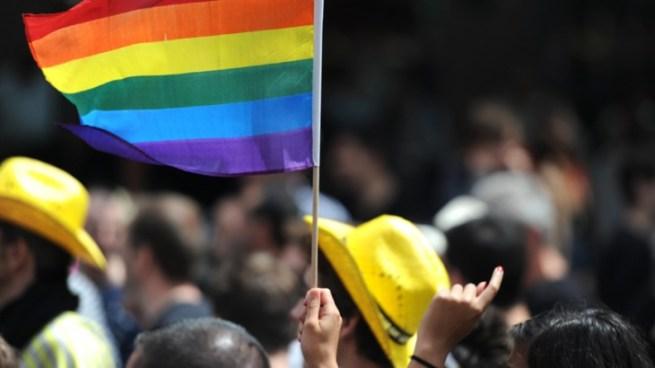 Condenan a tres hombres que agredieron a una pareja de lesbianas en España