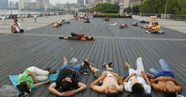 Ola de calor en China obliga a ciudadanos a dormir en las calles