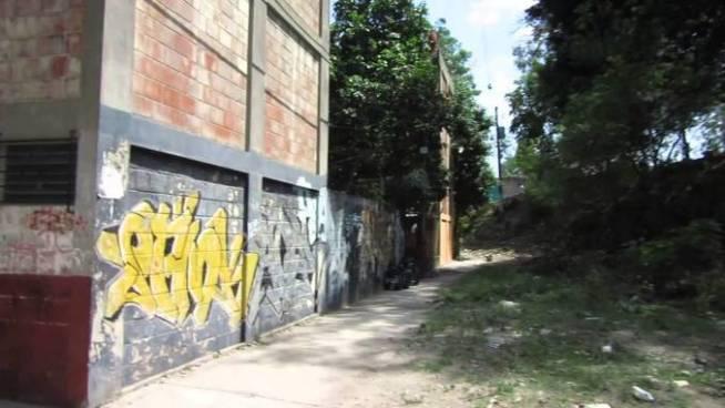 Asesinan a balazos a panadero en condominios de la colonia Zacamil
