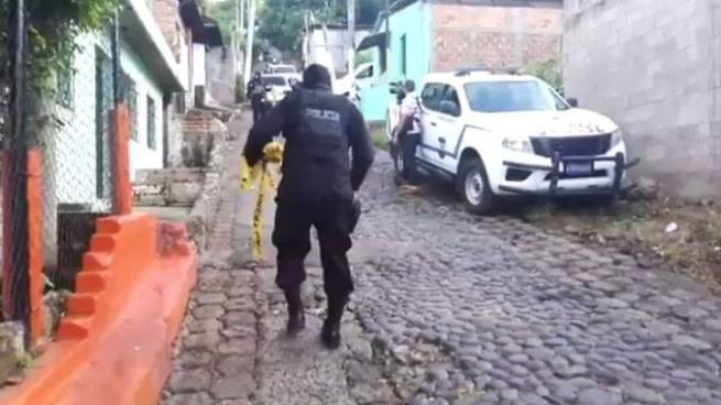 Dos pandilleros muertos y un agente lesionado tras enfrentamiento armado en La Libertad