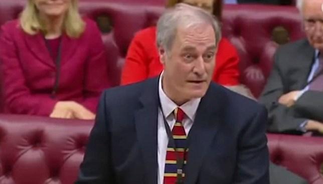 Lord británico renuncia por vergüenza al haber llegado dos minutos tarde al parlamento