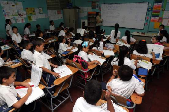 Escuelas de Usulután se ven afectadas tras el retiro voluntario de 96 maestros