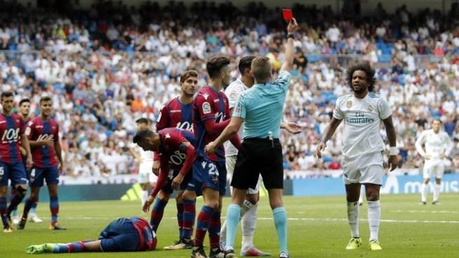 Suspenden a otro jugador del Real Madrid a 2 partidos por dar una patada a un rival