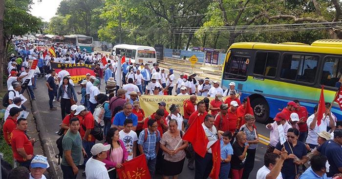 Sindicalistas realizan nueva marcha contra la posible privatización del agua