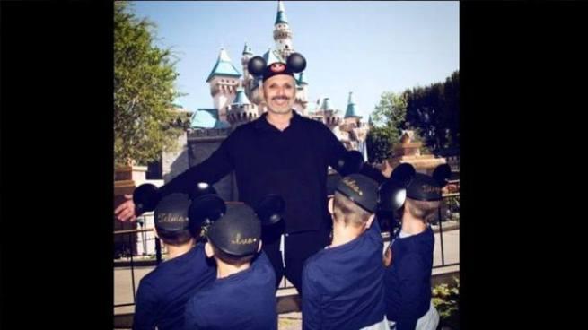Miguel Bosé revela el rostro de sus hijos tras ser víctima de extorsión