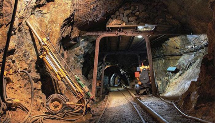 Casi mil trabajadores atrapados en una mina de oro en Sudáfrica