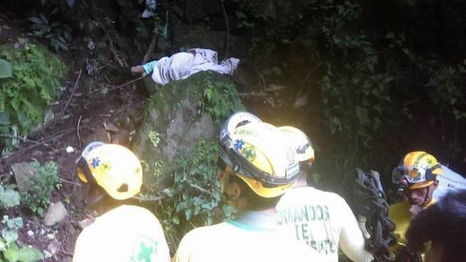 Mujer muere al caer en un barranco en San Marcos, San Salvador