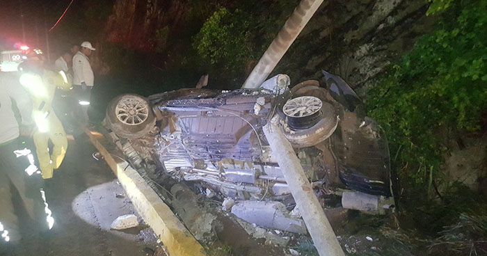 Múltiple accidente en autopista a Comalapa deja 10 lesionados, entre ellos el jugador Fito Zelaya y su familia