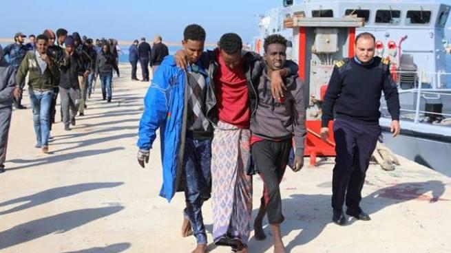 Naufragio en costas de Libia deja más de 30 migrantes muertos