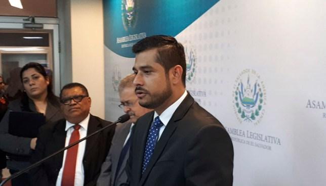 Nuevo ministro de hacienda buscará renegociar deuda de 2019