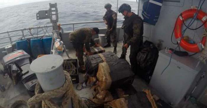 Fuerza Naval ubica en Acajutla embarcación que transportaba paquetes sospechosos