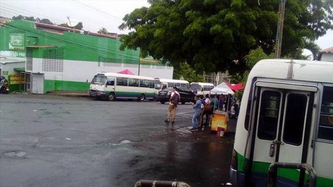 Microbuses de la ruta 100 en paro de labores por amenazas de pandilleros