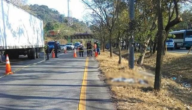 Una persona murió tras ser atropellada en la autopista a Comalapa por un conductor que se dio a la fuga