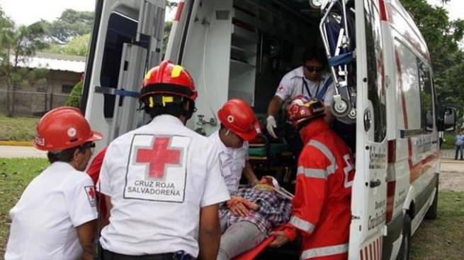 Persona electrocutada en Guazapa es trasladada al Hospital Rosales
