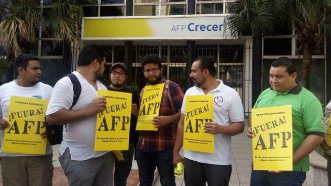 Al menos 10 organizaciones asistieron al 'Plantón' contra las AFP