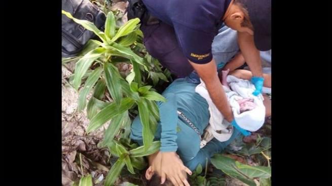 Policías atienen parto en una colonia de la ciudad de San Salvador