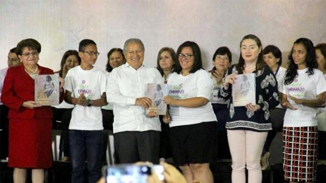 Presidente Sánchez Cerén lanza estrategia para prevenir embarazos en niñas y adolescentes