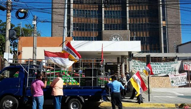 Sindicatos protestan frente a gobernación por anteproyecto de Ley del Servicio Público