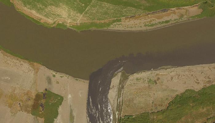 Denuncian la excesiva contaminación del río Lempa por desembocadura del río Acelhuate