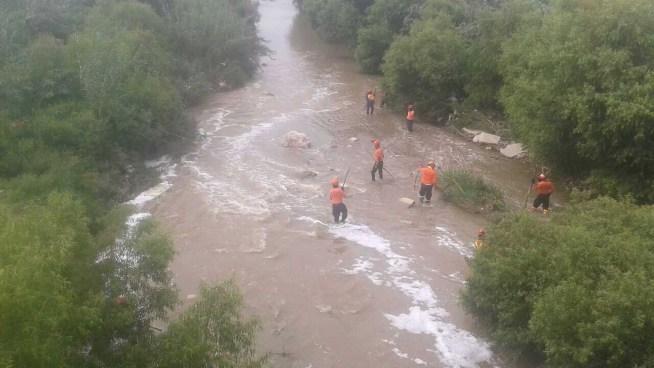 Bomberos rescatan el cuerpo sin vida de un hombre en un río de Santa Ana