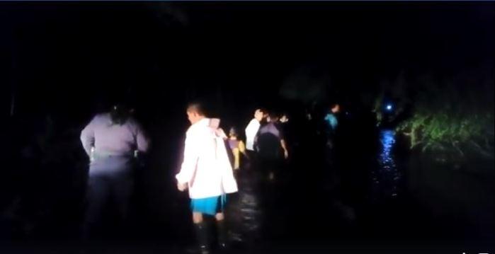 Evacuan a familias por el desbordamiento de río en San Alejo, La Unión
