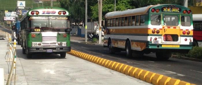 Buses y microbuses que utilicen el carril del SITRAMSS deberán de cancelar multa