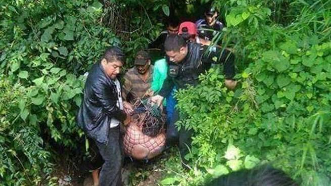 Rescatan a sacerdote salvadoreño del fondo de un barranco tras ser atacado en Guatemala