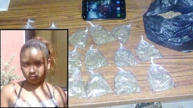 Arrestan a mujer con 17 porciones de marihuana en Santa Ana