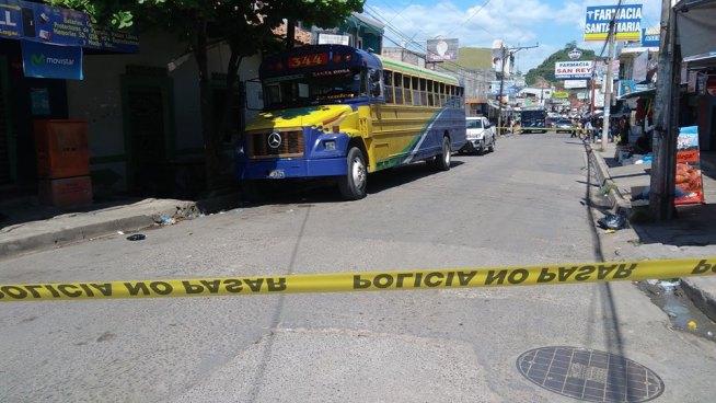 Pandilleros asesinan a un policía al interior de un bus en Santa Rosa de Lima