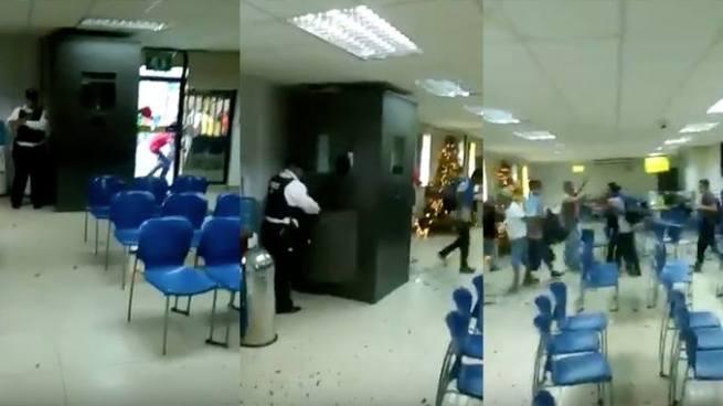 Empleados de un banco en Honduras sufren saqueo durante disturbios