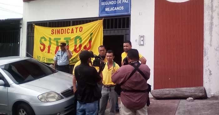 Sindicalistas suspenden labores en el Juzgado de Paz de Mejicanos