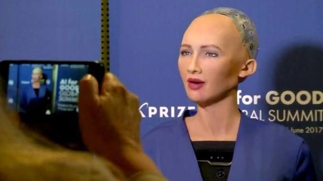VÍDEO: Sophia, la primera robot humanoide reconocida como ciudadana en el mundo
