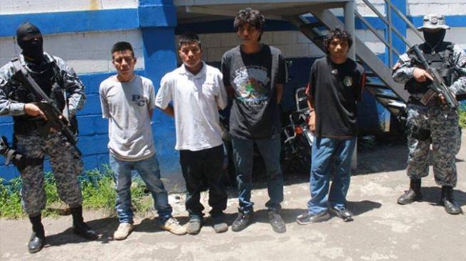Capturan en Sonsonate a dos jóvenes que transportaban el cuerpo de un hombre asesinado