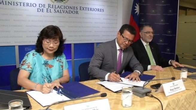 Taiwán entrega fondos para fortalecer MIPYMES del centro de San Salvador