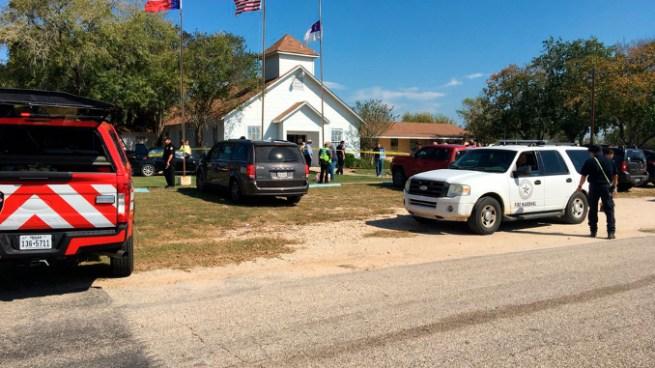 Al menos 27 muertos tras un tiroteo en una iglesia de Texas
